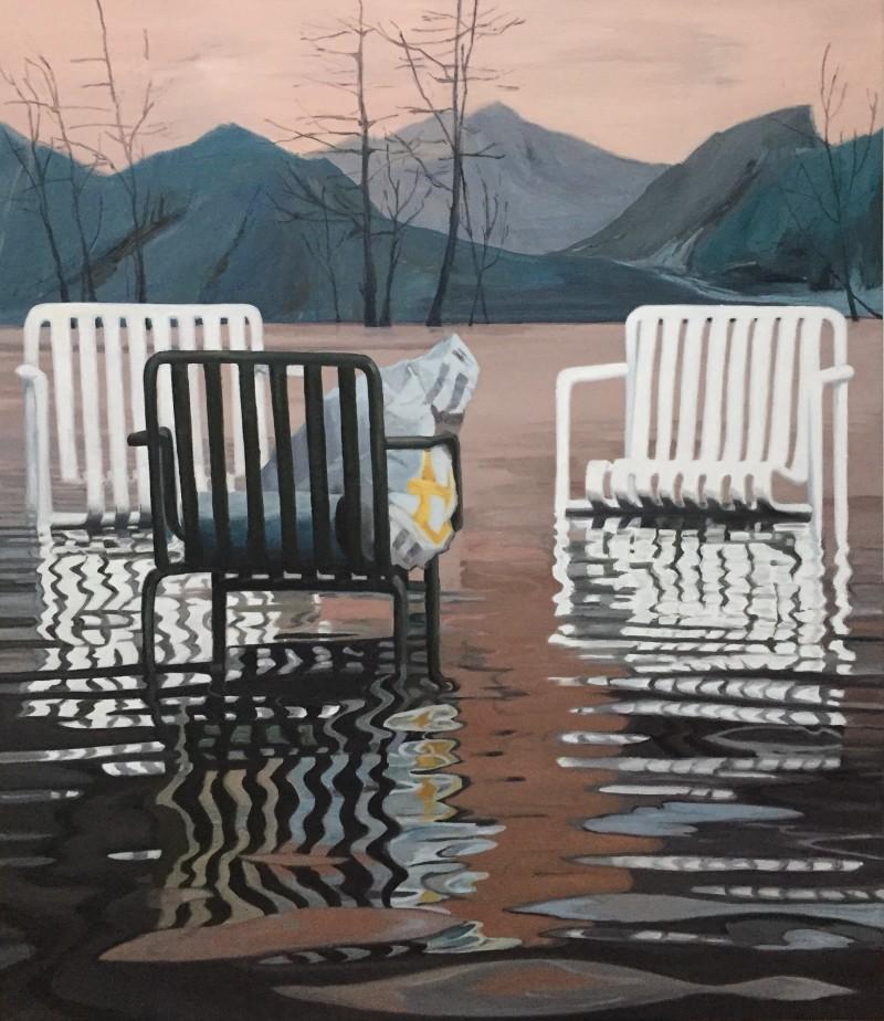 tre stole står i vand